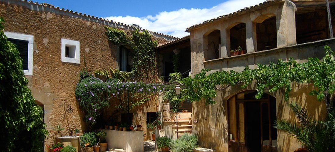 """Unser Hotel in der neuen Ausgabe von """"Mallorcas schöne Seiten"""""""