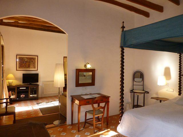 Malvasia bedroom and living room