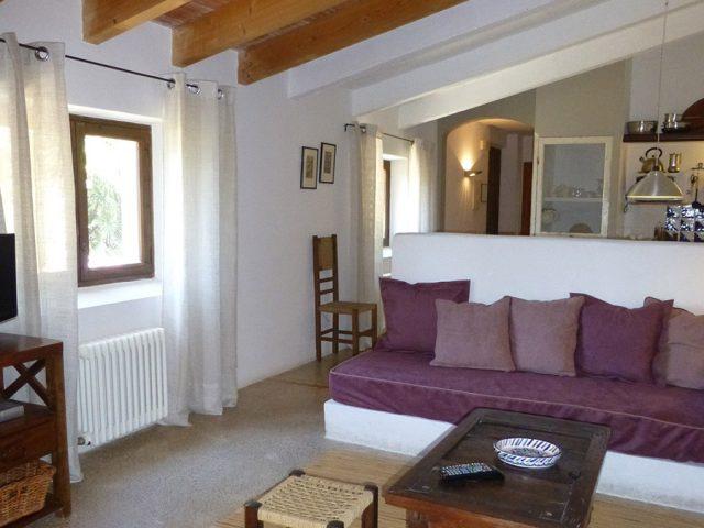 Merlot - living room