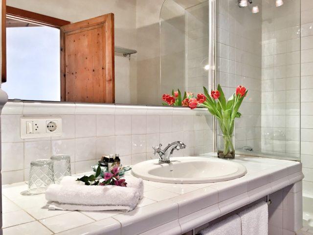 Garnacha - the bath room