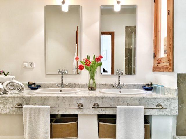 Merlot - bathroom