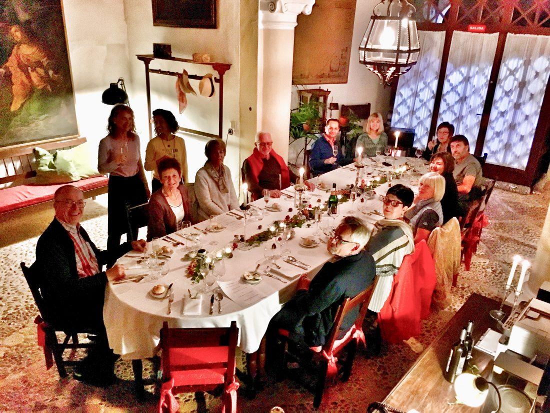 Gemeinsames Abendessen in der Finca Raims