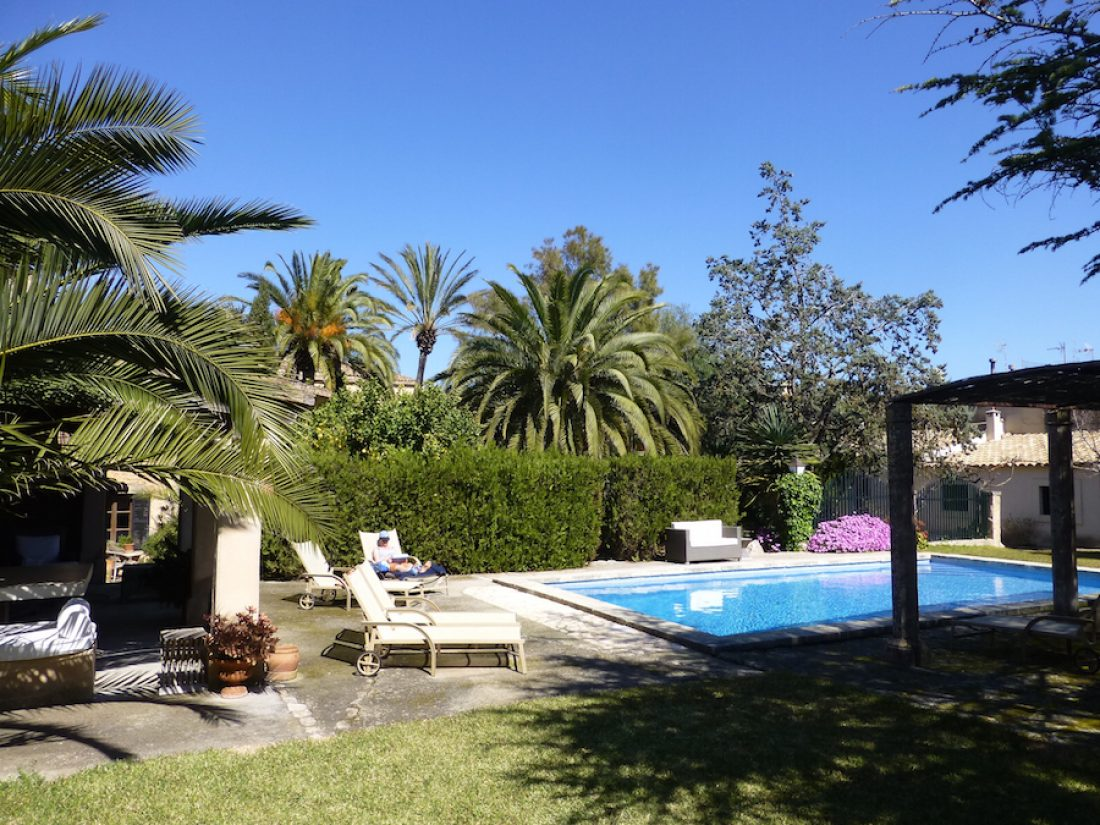 Finca Raims - Swimmingpool mit Gartenblick