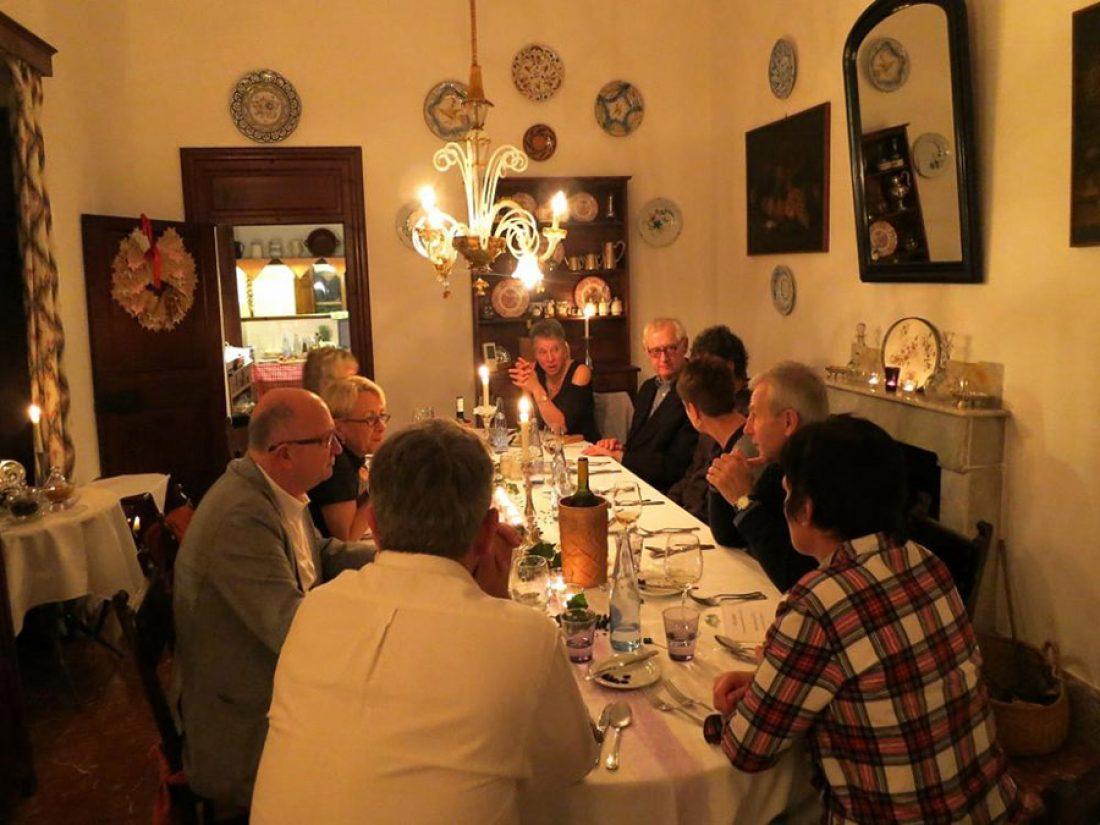 Cenar - en  grupo aún más divertido