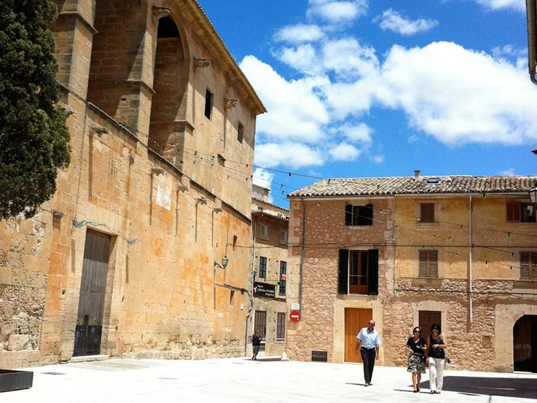 Der Kirchplatz von Algaida