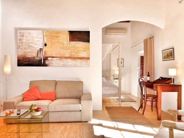 Syrah - Living Room