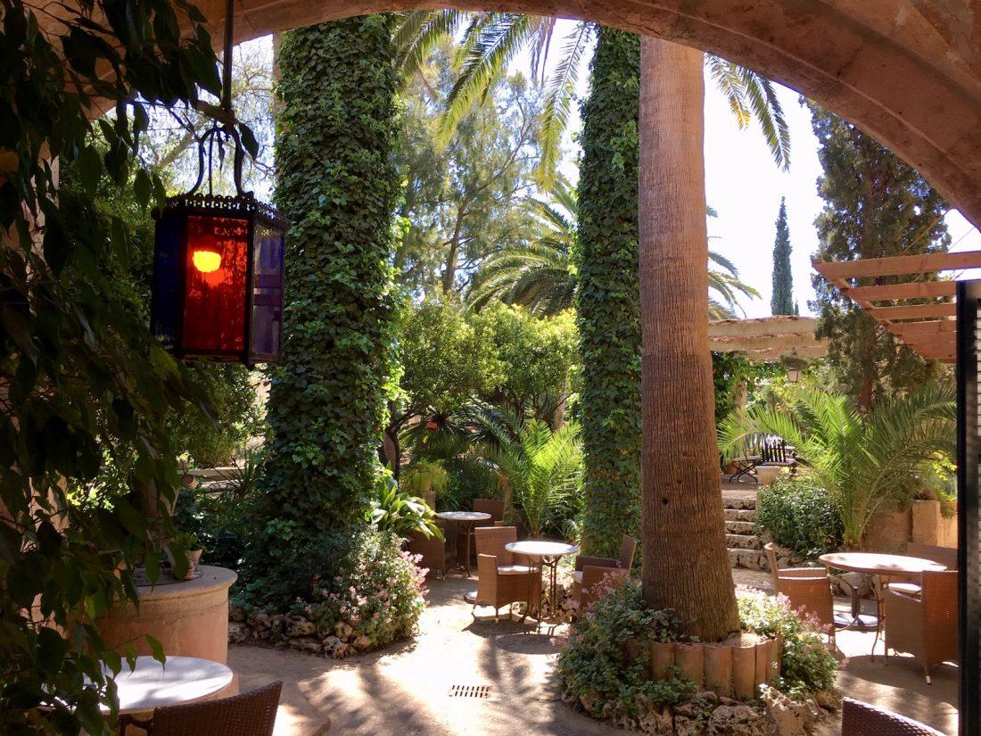 Unser Brunnen mit dem schönen Gewölbe