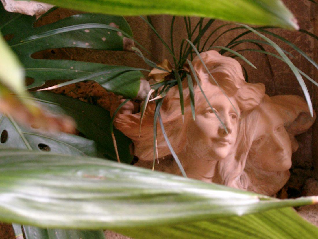 Schönes Detail im verwunschenen Garten