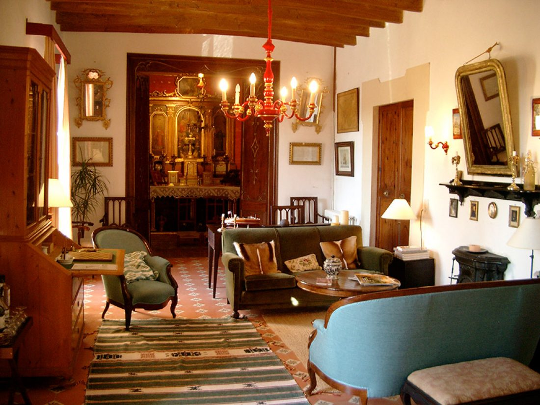 Finca Raims - living room in the manor house